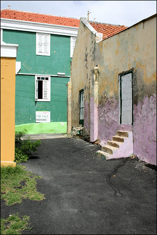 Netherlands Antilles, Curaçao - Willemstad, Scharloo, dilapidated houses