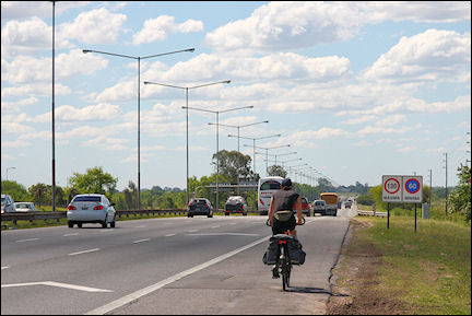 Argentina - Ignore signs 'No Bicycling'