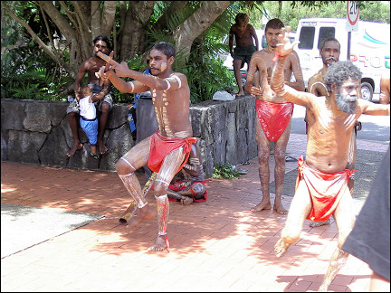 Australia, Queensland - Aboriginals in Kuranda