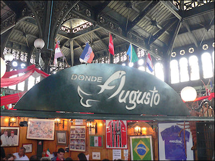 Chile - Santiago, restaurant in central market
