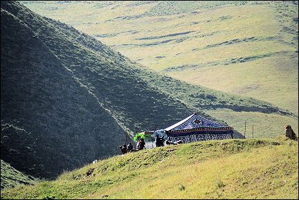 China, Gansu - Nomad tents on the edge of Xiahe