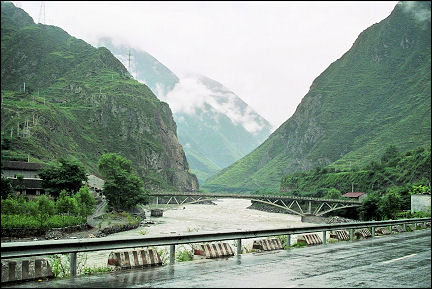 China, Sichuan - On the road to Chendu