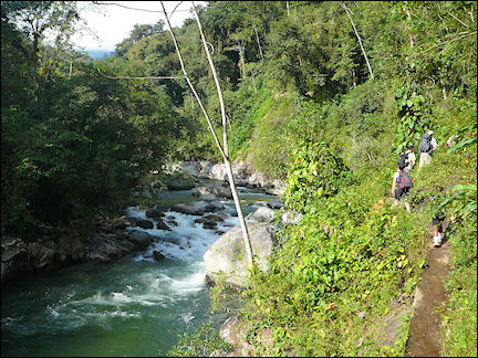 Colombia, Cuidad Perdida - Hiking along the Baritara river