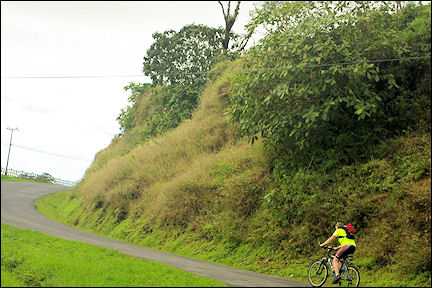 Costa Rica - The road to San José is steep at times
