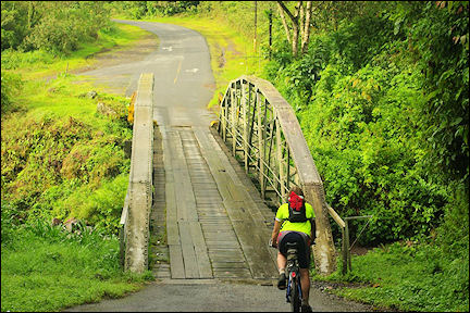 Costa Rica - The road to San José is exciting at times