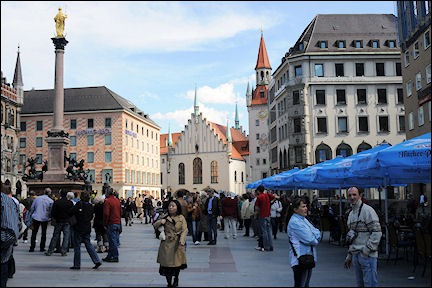 Germany, Bavaria - Munich, Marienplatz with Mariensäule