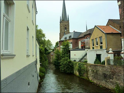 Germany, North Rhine-Westphalia - The Erft flows through Bedburg