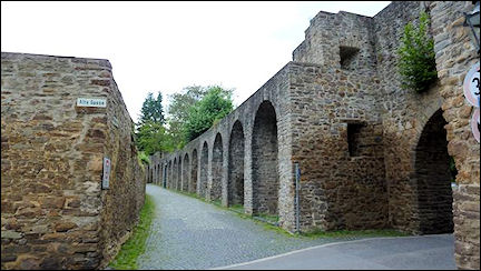 Germany, North Rhine-Westphalia - City wall at Alte Gasse, Bad Münstereifel