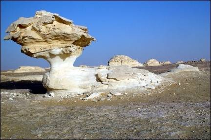 Egypt - Bizarre shapes in the white desert