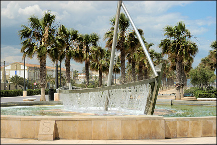 Spain, Valencia - Boat fountain