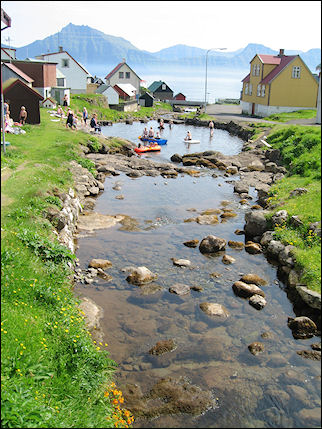 Faerøer - Summer scene in Gjogv on Eysturoy