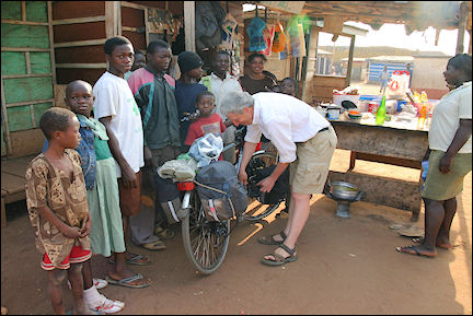 Ghana, Kintampo-Techiman - New pedal at bike-repair shop