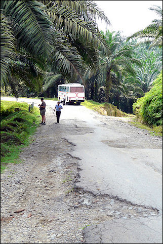 Indonesia, Sumatra - Bad road to Bohorok