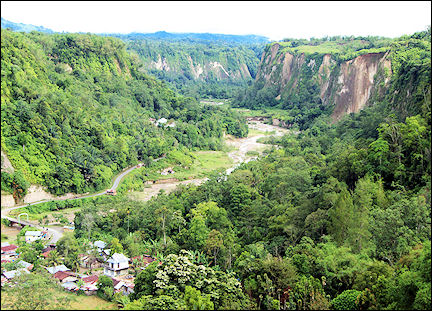 Indonesia, Sumatra - Sianok canyon near Bukittinggi
