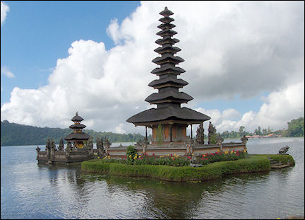 Indonesia, Bali - Ulun Danu temple in Lake Bratan
