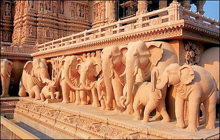 India, Delhi - The complex rests on elephants