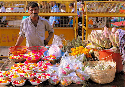 India, Delhi - Vendors outside the Gauri Shankar Temple