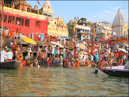 India - Varanasi, Hindus swim, play and bathe in masses in the heavily polluted Ganges
