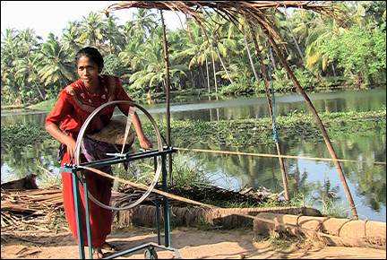 India, Backwaters - Spinning coconut fibres