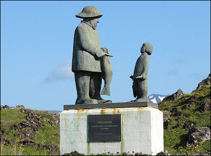 Iceland - Hellissandur, statue fisher and child