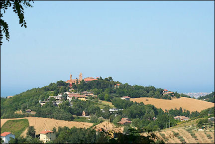 Italy, Umbria - Rolling hills