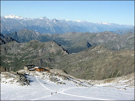 Italy, Valle d'Aosta - View of the Gniefetti Hut