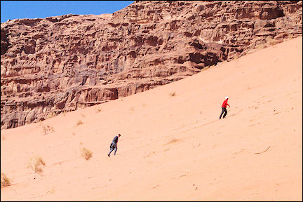 Jordan, Wadi Rum - Walking in the sand dunes