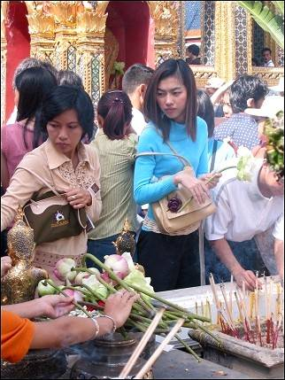 Bicycle vacation Cambodia - Bangkok, an offering of lotus flowers in Grand Palace