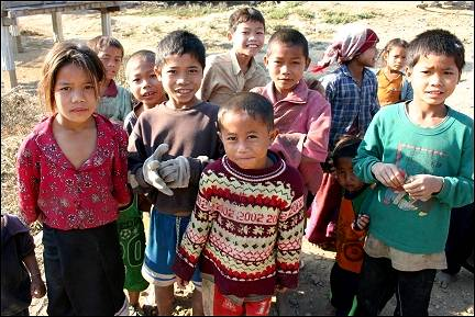 Laos - Muang Houn, Udom Xai-children in village