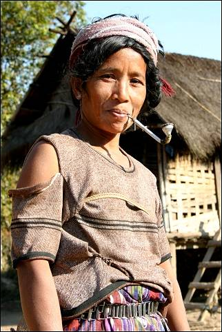 Laos - Muang Houn, Udom Xai-woman with pipe
