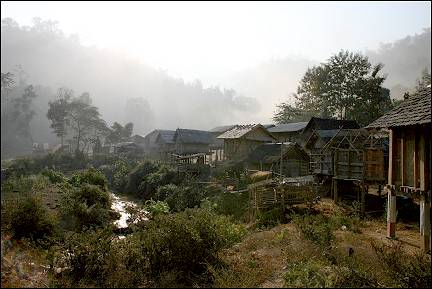 Laos - Muang Houn, Udom Xai-village in morning fog