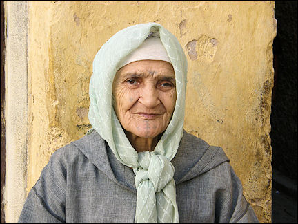Morocco - Woman in Fès