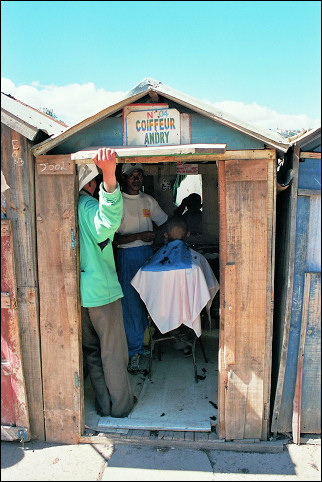 Madagascar - Diminutive barbershop on Lake Anosy in Tana