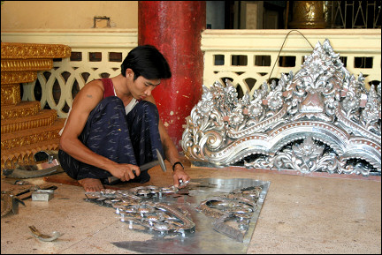 Myanmar, Pathein - Production of ornaments
