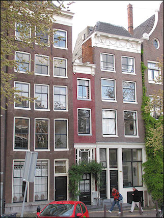 Netherlands, Amsterdam - Amsterdam's narrowest house