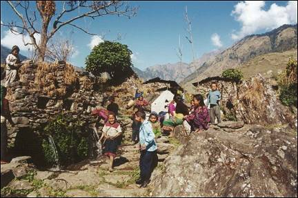 Nepal, Ganesh Himal Trek - Tamang women and children in Borang
