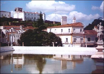 Portugal, Alentejo - Estremoz, view of the castle above the white houses