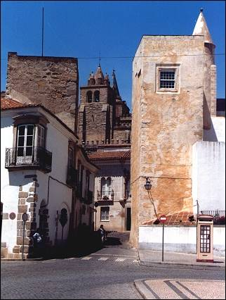 Portugal, Alentejo - Evora, the cathedral, seen from Largo da Porta de Moura