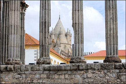 Portugal, Alentejo, Évora - Diana-temple, Convento dos Loios and cathedral