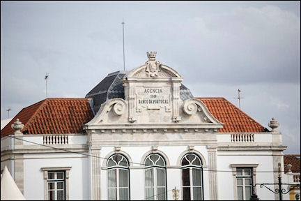 Portugal, Alentejo, Évora - Façade Banco de Portugal on Praça do Giraldo