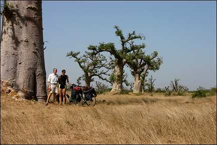 Senegal - Yoff Mbour, Aart and Gerrie in front of Baobab