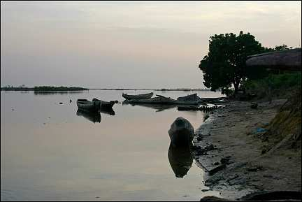 Senegal - Dioloulou, fishing boasts at night