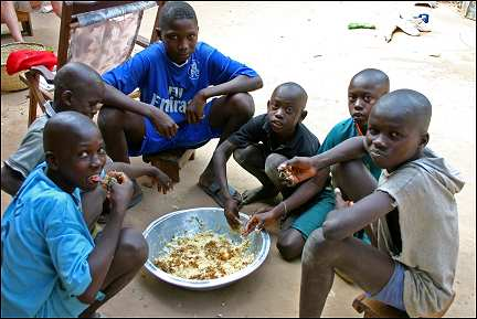 Senegal - Medina, eating children