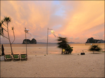 Thailand - Dusk on beach Ko Hai