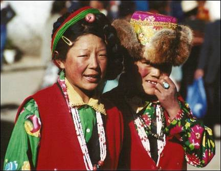Tibet - Tibetan women in traditional garb