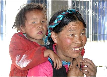 Tibet - Woman with child at Project for the Blind