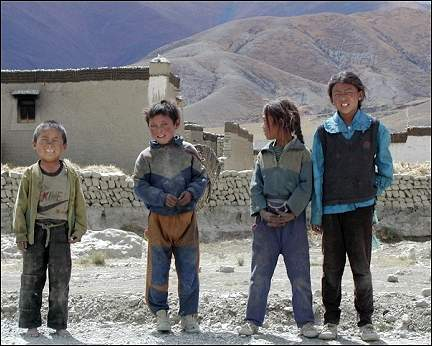 Tibet - Children selling fossilized shellfish