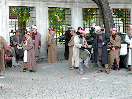 Turkey, West Anatolia - Istanbul, men in Ottoman garb at the Blue Mosque
