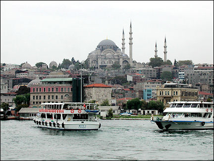 Turkey, West Anatolia - Istanbul, Golden Horn with in the background the Süleyman Cami Mosque