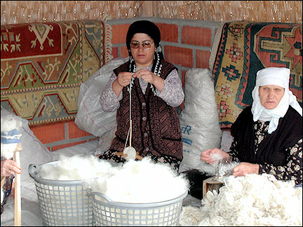 Turkey, West Anatolia - Carpet workshop
